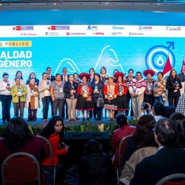 Mujeres peruanas son reconocidas por su aporte a la conservación del agua y ecosistemas